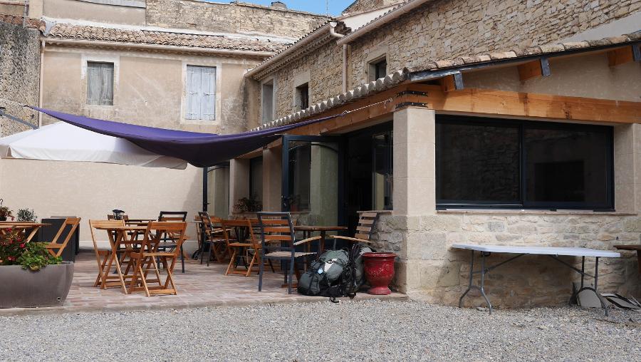 La terraza del desayuno al Clos des Capitelles