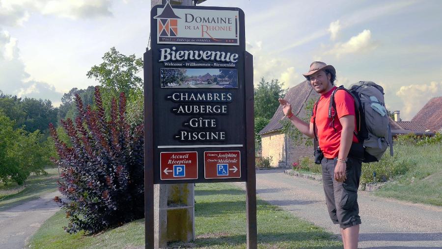 Mahery in front of Domaine de la Rhonie
