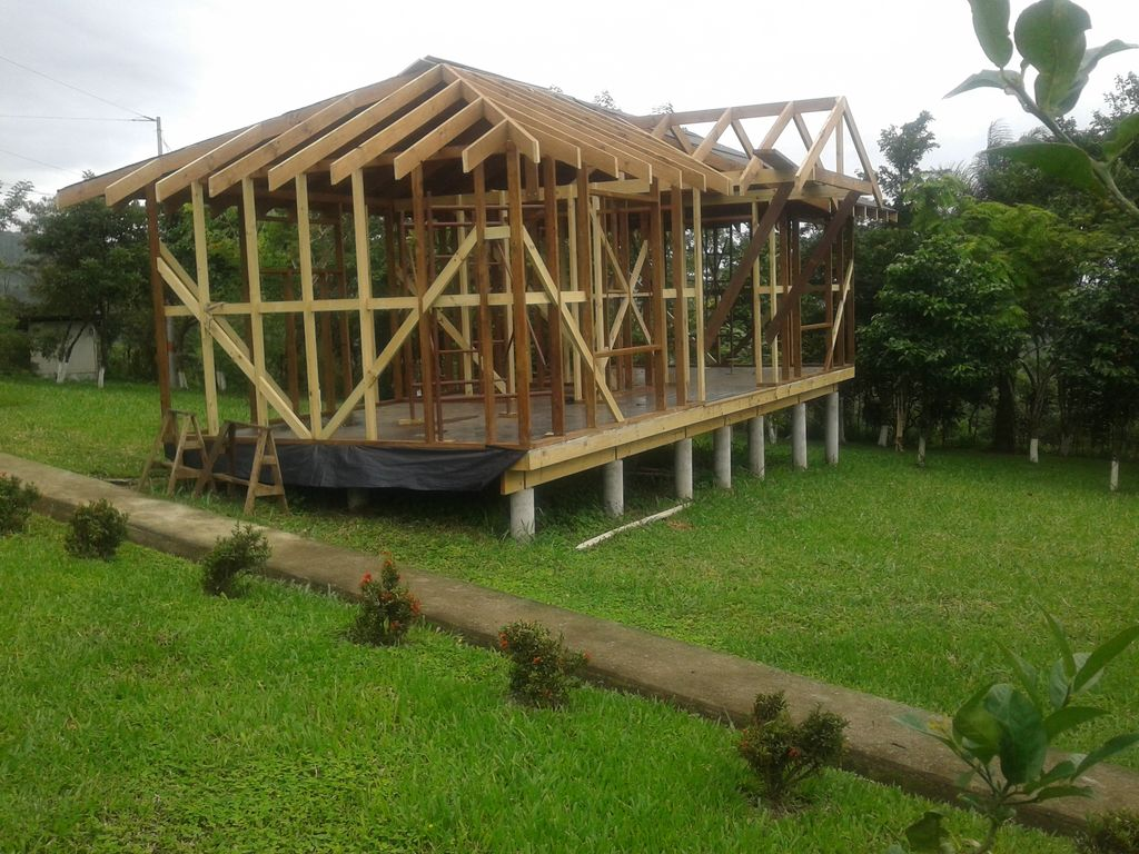 Construction of the Tenorio Lodge