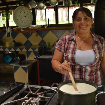 Faire son Yaourt Maison avec Olga, La Serrana Hostel, Salento, Colombia