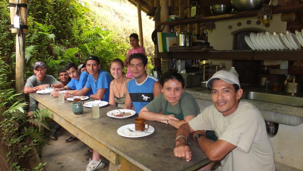 Petit-déjeuner avec toute l'équipe
