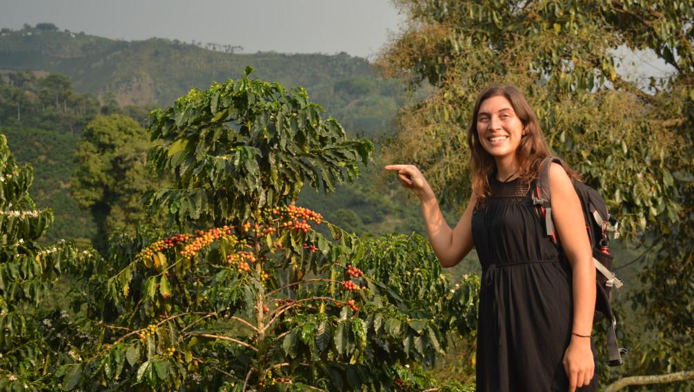 Florie dans une plantation de café d'Hacienda Venecia