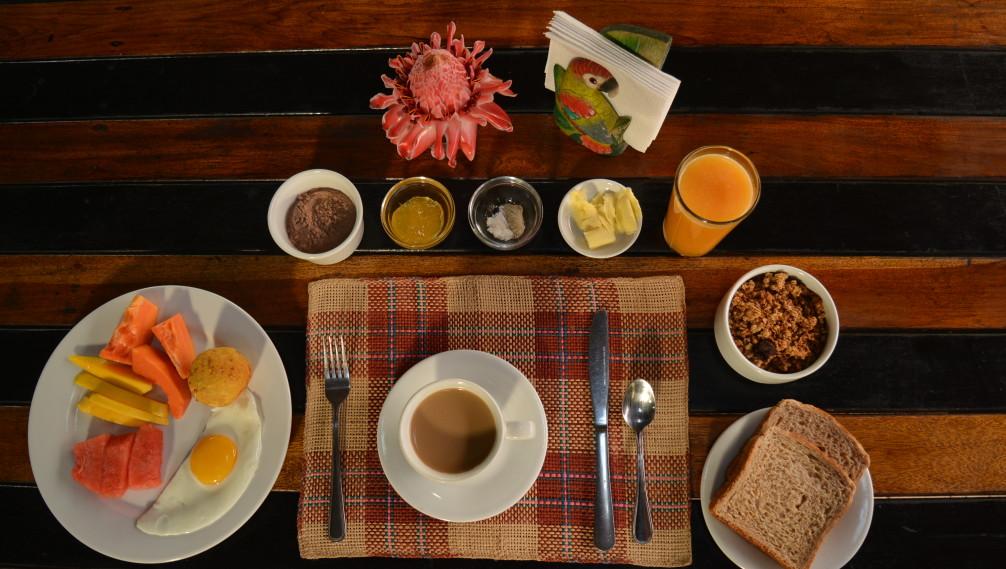 Petit-déjeuner à Huasquila Lodge