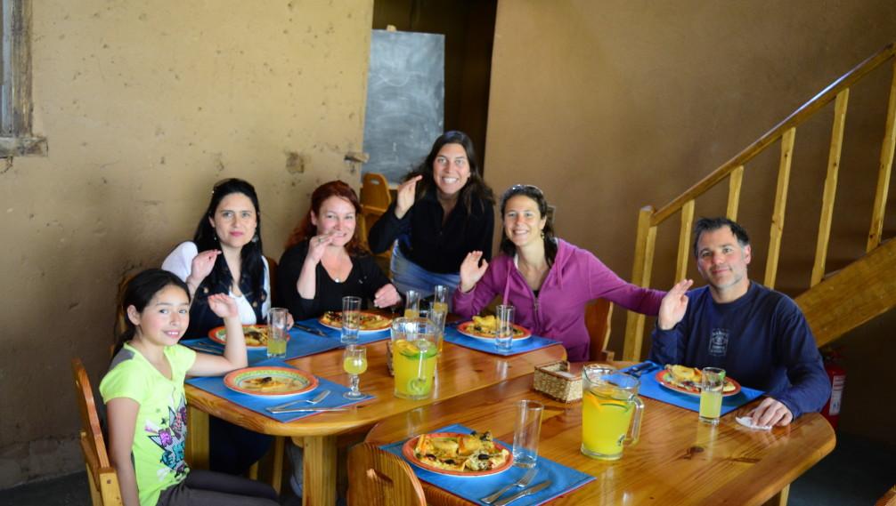 A table avec l'équipe de Casona Distante