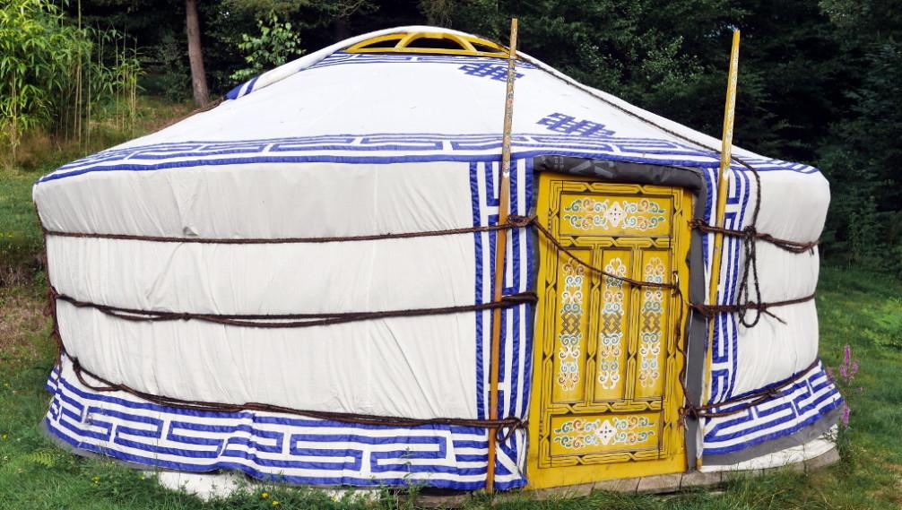 Yurt outside, Moulin de la Jarousse