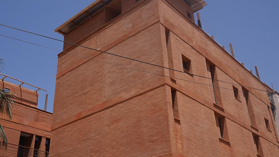 Mur en BTC de l'hôtel Djoloff à Dakar